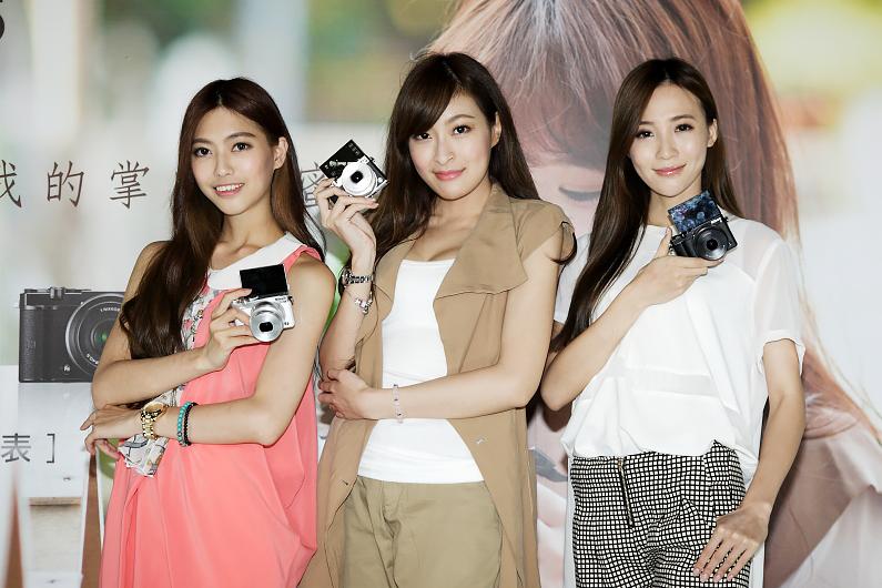 略帶復古造型且輕巧的Nikon 1 J5瞄準女性消費族群