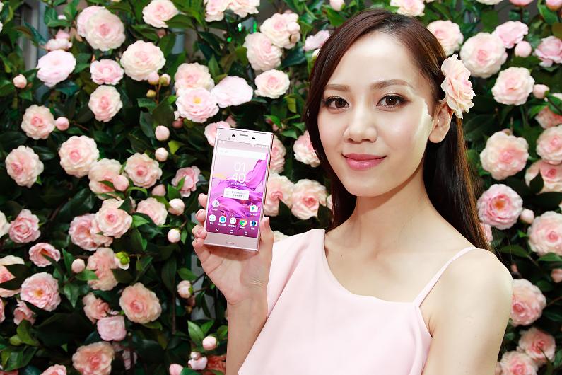 Sony Mobile為女性消費族群推出山茶花粉色的Xperia XZ